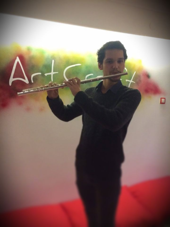 Yan flüt çalmak